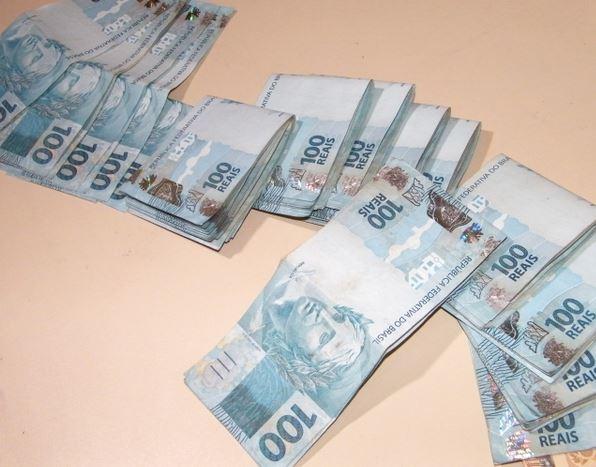 dinheiro em casa